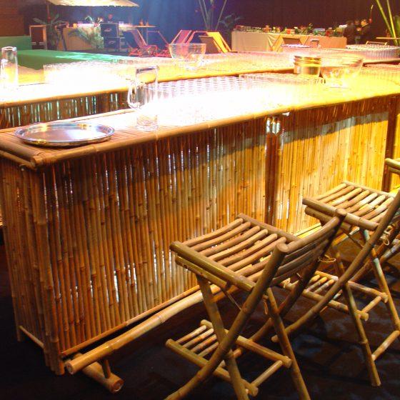 Tabourets et bars en bambous