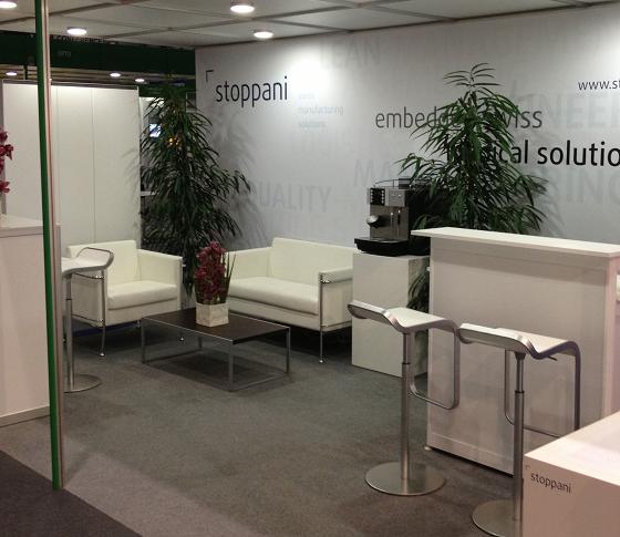 Desk d'accueil et comtoir d'exposition blanc