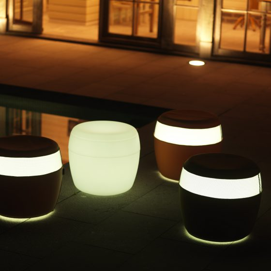 Poufs outdoor à led Barelo. Vente de meubles à led en Suisse.
